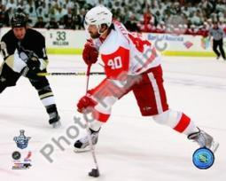 Henrik Zetterberg, Game 4 Action of the 2008 NHL Stanley Cup Finals Sports Photo PFSAAJX06501