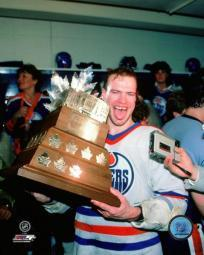 Mark Messier with the Conn Smythe Trophy 1984 NHL Stanley Cup Finals Photo Print PFSAAOW22301