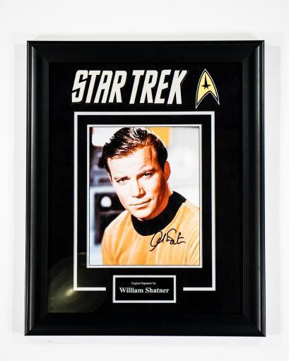 Star Trek - Signed by William Shatner - Framed Artist Series RFCB7NXZNCCSBMKV