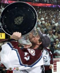 Patrick Roy - Kissing the Stanley Cup 6901 Sports Photo PFSAACF01301