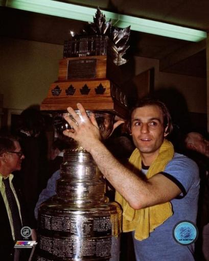 Guy Lafleur with the 1976 Stanley Cup & Conn Smythe Trophies Photo Print JTK4KCEKVKPUECYI