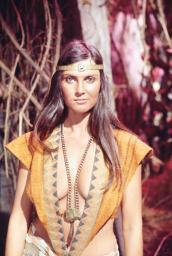 At The Earth'S Core Caroline Munro 1976 5017743(5017743) Photo Print EVCSIJA016EC240HLARGE