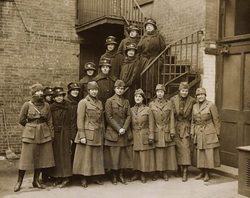 Portrait of he first contingent of the Women's Overseas Hospitals Poster Print by Stocktrek Images
