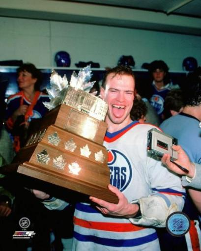 Mark Messier with the Conn Smythe Trophy 1984 NHL Stanley Cup Finals Photo Print PZQ3WVOFQD41EECG