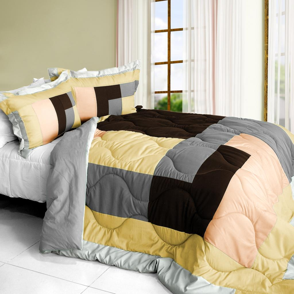 Simple Blanche Quilted Patchwork Down Alternative Comforter Set (Full/Queen)