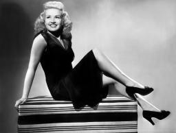 I Wake Up Screaming Betty Grable 1941. Tm And Copyright ? 20Th Century Fox Film Corp. All Rights Reserved. Courtesy: Everett Collection. Photo Print EVCMBDIWAUEC001HLARGE