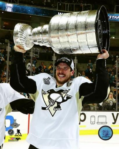 Sidney Crosby with the Stanley Cup Game 6 of the 2016 Stanley Cup Finals Photo Print TGRWAALFDDJQEXZA