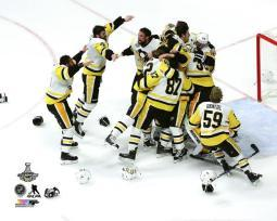 The Pittsburgh Penguins celebrate winning Game 6 of the 2017 Stanley Cup Finals Photo Print PFSAAUE20901
