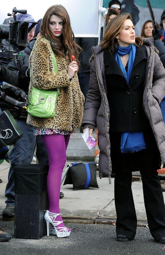 Mischa Barton, Mariska Hargitay On Location For Mischa Barton On The Set Of Law And Order Svu, Nyc, New York, Ny January 18, 2010. Photo By.