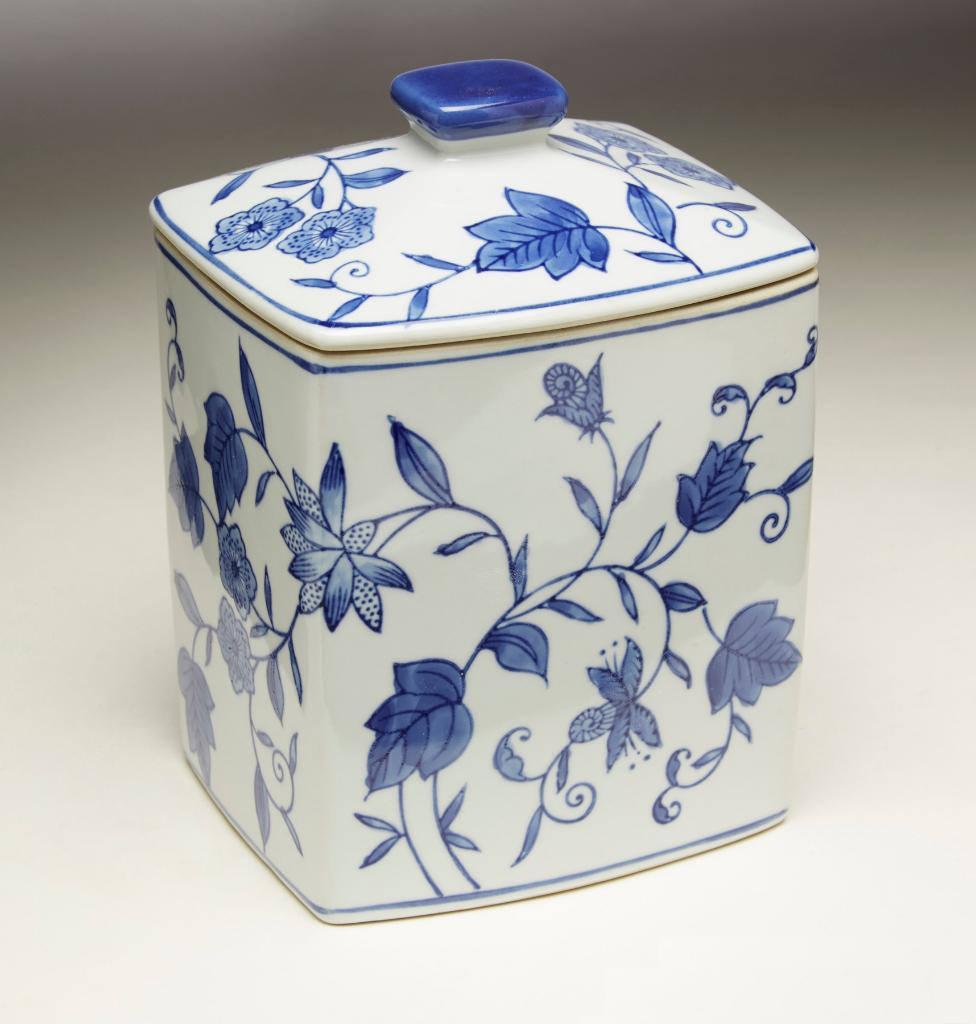 AA Importing 59783 Blue And White Square Jar With Lid