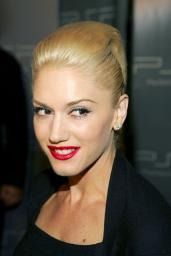 Gwen Stefani At Arrivals For Playstation Portable Psp Pret A Porter Fashion Show, Skylight Studios, New York, Ny, September 10, 2005. Photo By: Gregorio Binuya/Everett Collection Photo Print EVC0510SPCGY035H