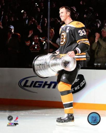 Zdeno Chara with the Stanley Cup at the Bruins Stanley Cup champion Banner Raising Ceremony Photo Print BW0LJWQL9LHUSSFJ