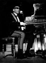 Ray Charles in concert Photo Print GLP387386