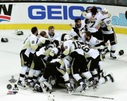 The Pittsburgh Penguins celebrate Game 6 of the 2016 Stanley Cup Finals Photo Print PFSAATC06401