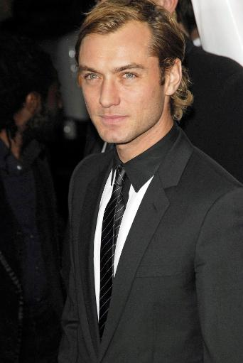 Jude Law At Arrivals For New York Premiere Of The Holiday, Ziegfeld Theatre, New York, Ny, November 29, 2006. Photo By Ray TamarraEverett.