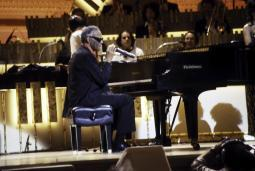 Ray Charles in concert Photo Print GLP347504