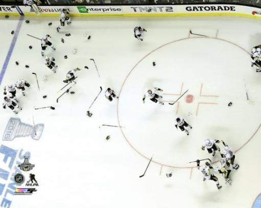 The Pittsburgh Penguins celebrate Game 6 of the 2016 Stanley Cup Finals Photo Print QYNUWNCSUNLY6P5B